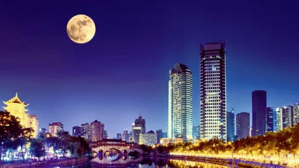 Mond über Chengdu